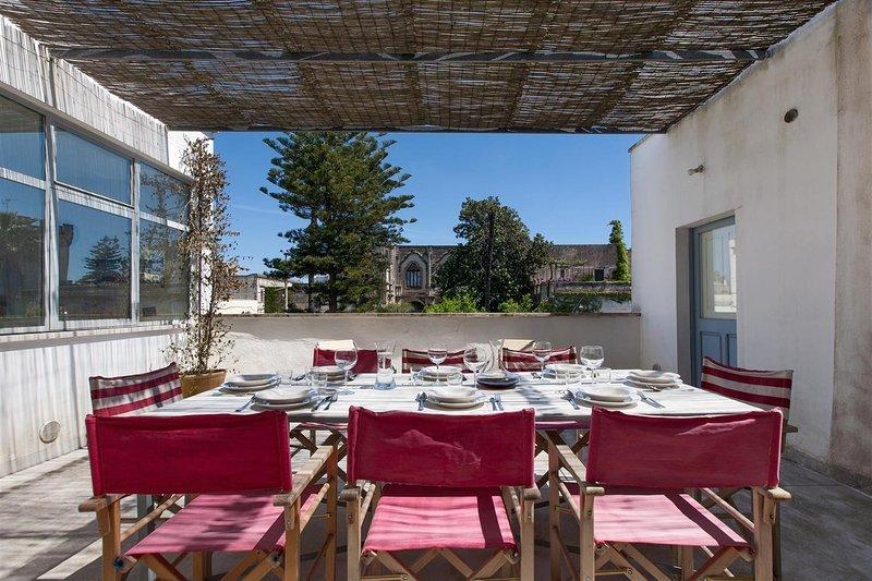 Stunning South Italy family friendly Mediterranean villa- terraces w castle view, casa vacanza a Presicce