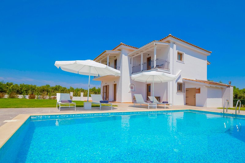 Villa Melograno III with private swimming pool, holiday rental in Kalpaki