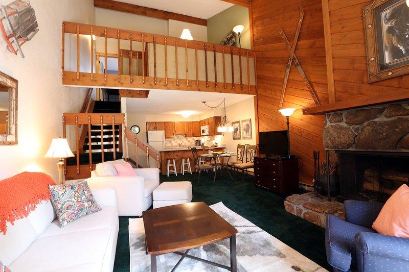 Wohnzimmer mit Loft oben