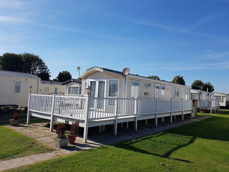 3 bedroom luxury caravan, casa vacanza a Chapel St. Leonards