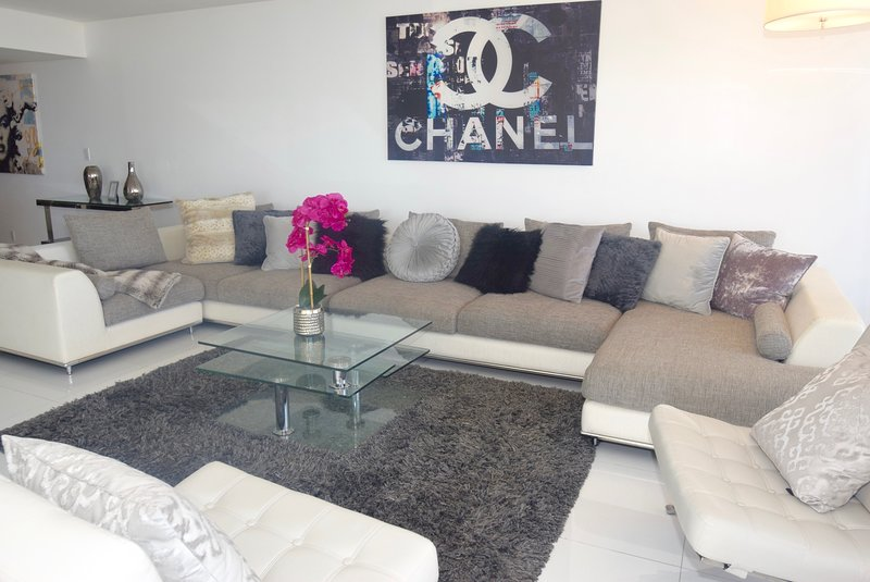 Living room, Roku streaming tv, balcony access