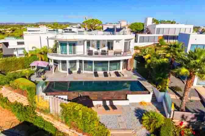 Vale do Garrao Villa Sleeps 10 with Pool Air Con and WiFi - 5676344, alquiler de vacaciones en Vale do Garrao