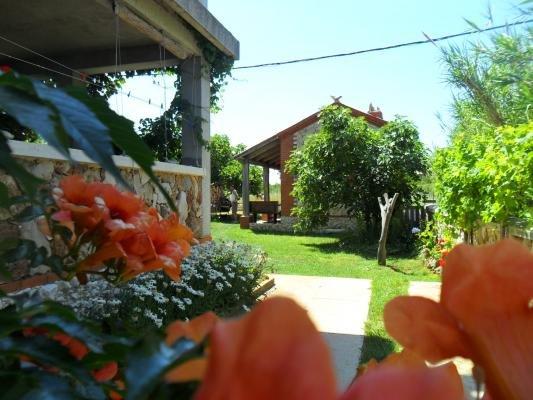 ROMANTIC APT.DELFIN JUST 100M FROM SANDY BEACH, location de vacances à Privlaka