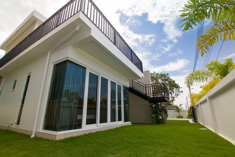 Luxury 3br Pool Villa + FREE Sport and SPA Center!, vacation rental in Ban Chang