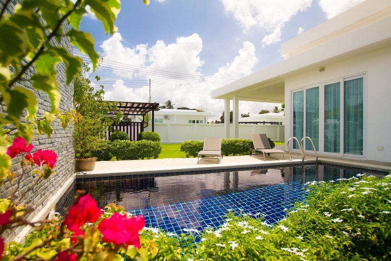 Luxury 2br Pool Villa +FREE Sport & SPA Center_ta1, vacation rental in Ban Chang