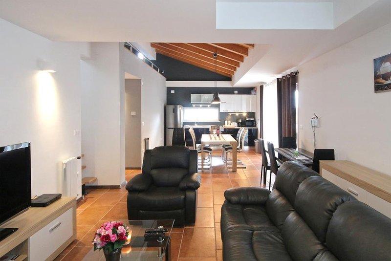 Apartment Goran, 2 bedrooms, sleeps 2 in each and gallery with 2 single beds., aluguéis de temporada em Pjescana Uvala