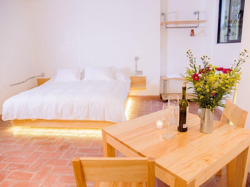 Room with private patio. Agrado Guest House, holiday rental in Santa Maria del Tule