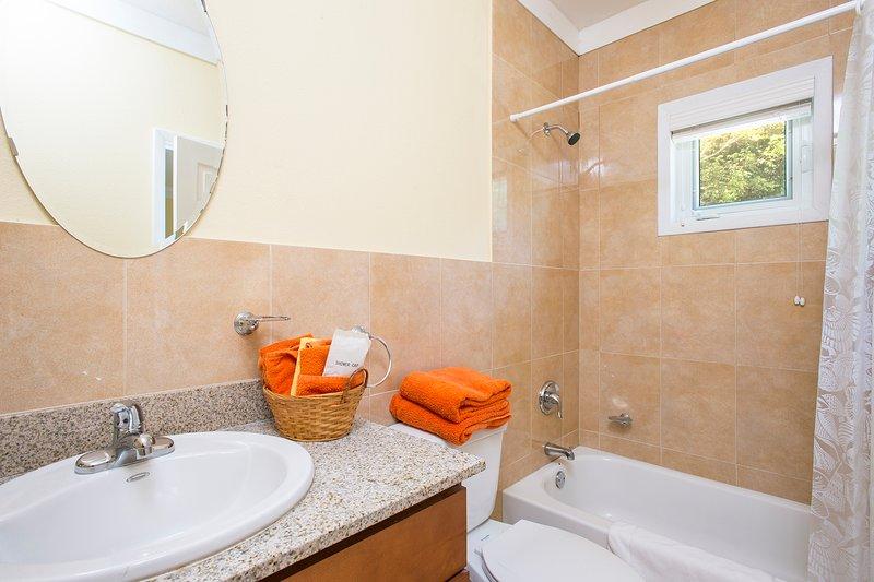 Ensuite Bath 1