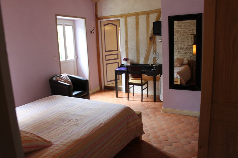 In front of the bed, the bathroom - at right toilets. The door at left open on the garden.