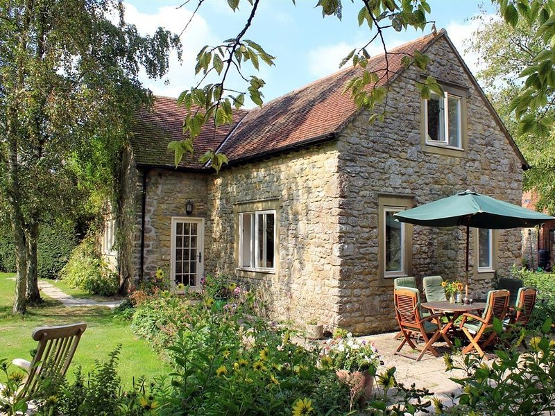 DROOP FARM COTTAGE, Dorset, alquiler vacacional en Blandford Forum