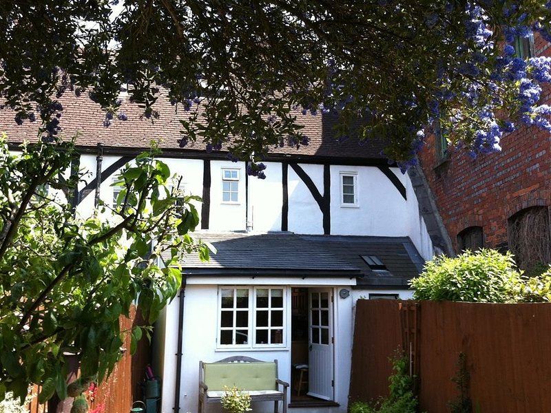 THIMBLES COTTAGE H084, vacation rental in Harnham