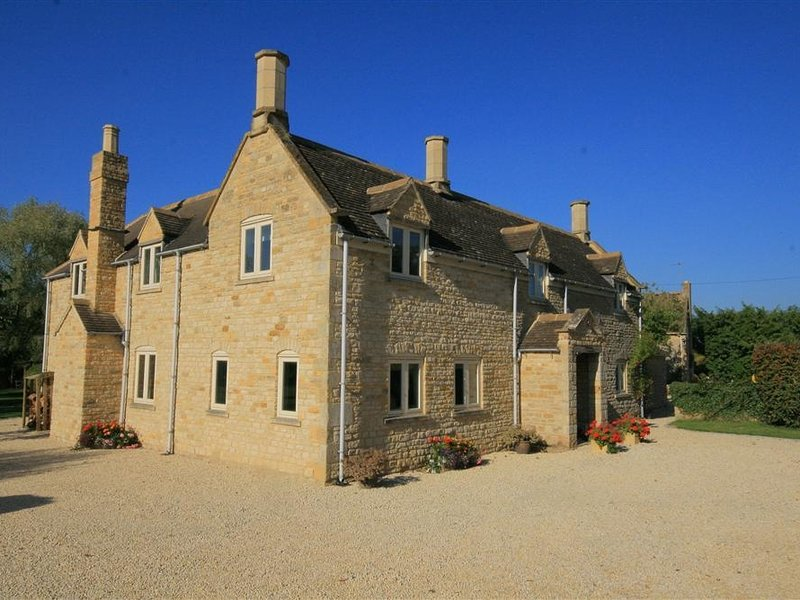 KITE'S HOUSE, 5 bedrooms and perfect for friends and families, Barton on Heath, location de vacances à Sutton-under-Brailes