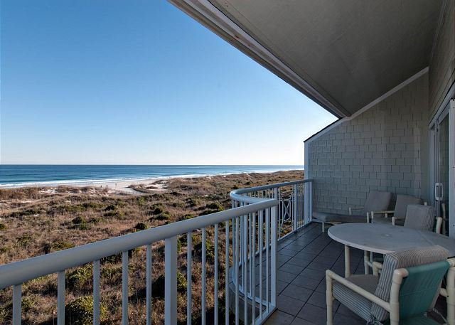 Oceanfront Condo In Exclusive Community With Swimming Pool!, holiday rental in Ogden