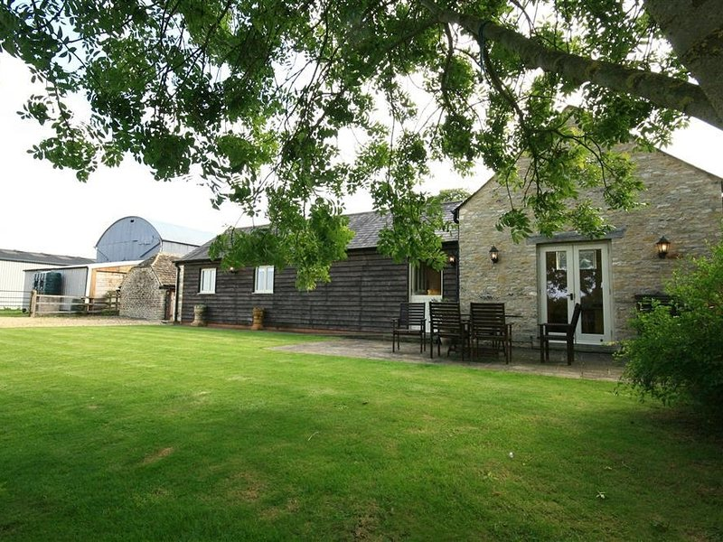 DAIRY COTTAGE, 2 bedrooms and perfect for small families, Leigh, holiday rental in Swindon