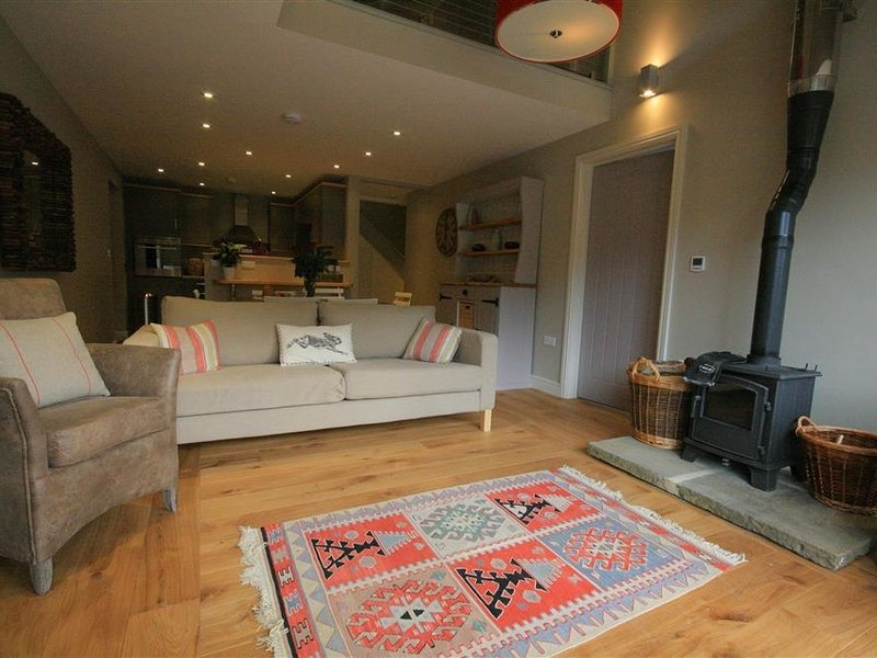 CHESTNUT BARN, 3 bedrooms and perfect for friends and families, Notgrove, location de vacances à Naunton