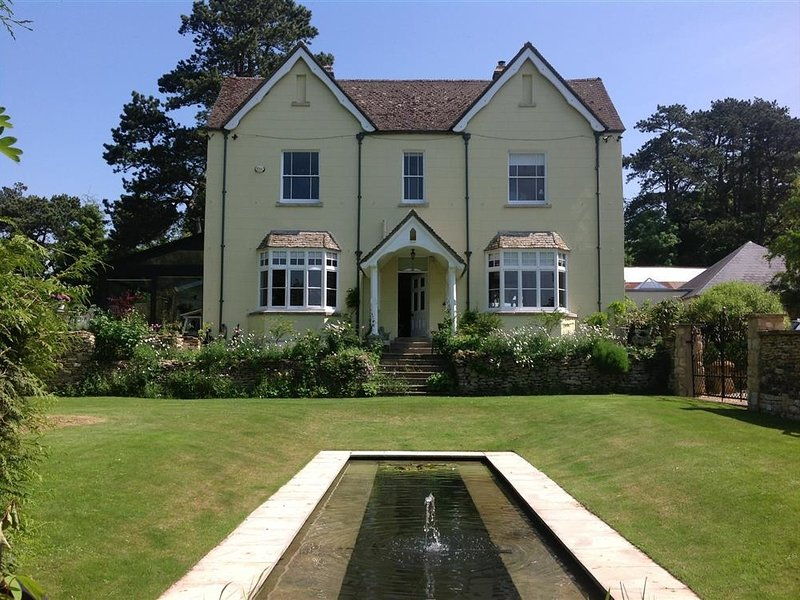 PROSPECT HOUSE, 4 bedrooms and perfect for friends and families, Painswick, vacation rental in Birdlip