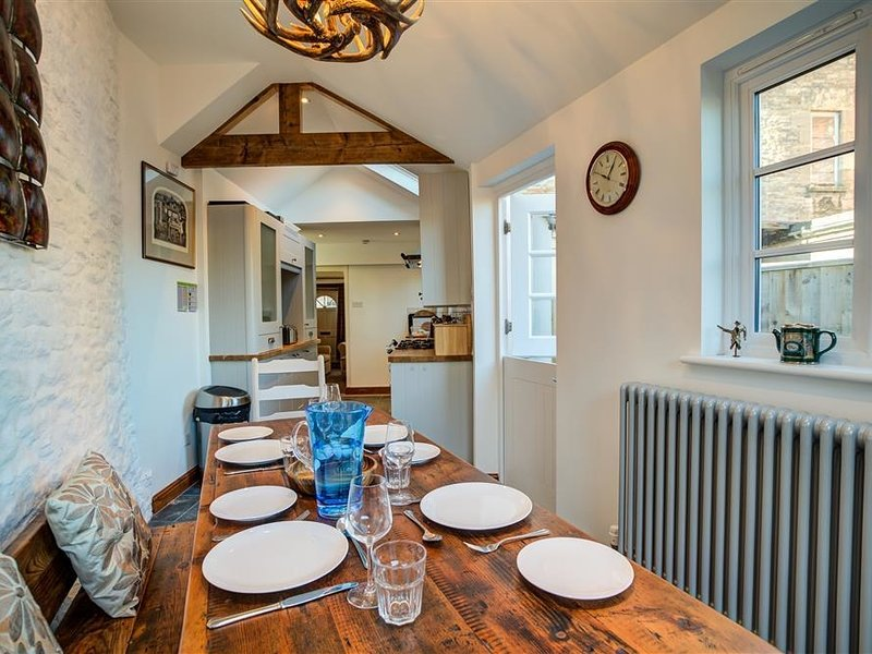 AELIA COTTAGE, 3 bedrooms and perfect for families, Cirencester, holiday rental in Cirencester