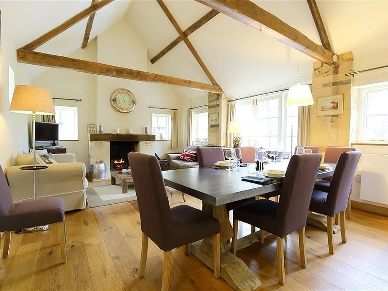 HAZEL MANOR WING, perfect for families and two couples, Painswick, alquiler vacacional en Cranham