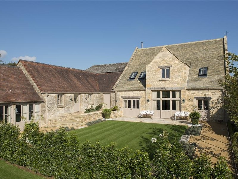 Thorndale Farm Barn (12) Stable Cottage, Cirencester, holiday rental in Colesbourne