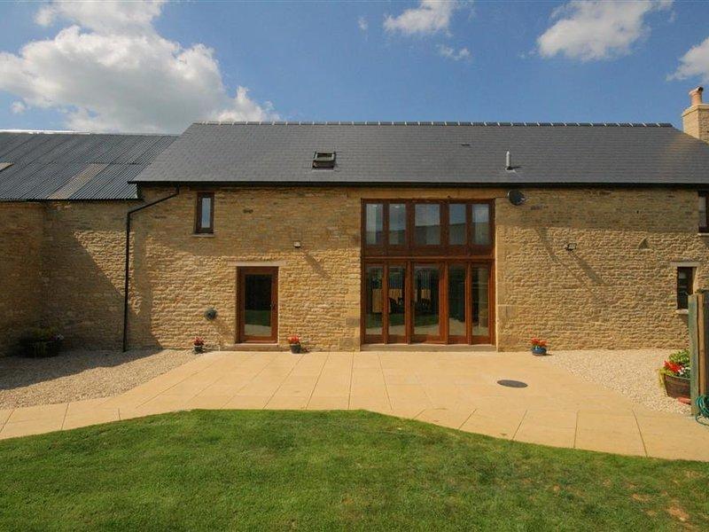 TITHE BARN, LYNEHAM, 4 bedrooms and perfect for friends and families, Lyneham, alquiler de vacaciones en Kingham
