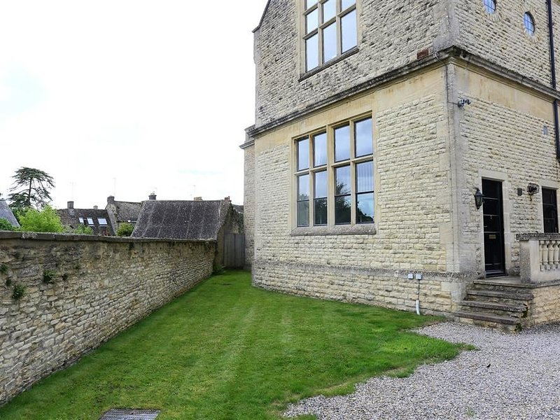 The Old School House, Stow-On-The-Wold, vacation rental in Upper Oddington
