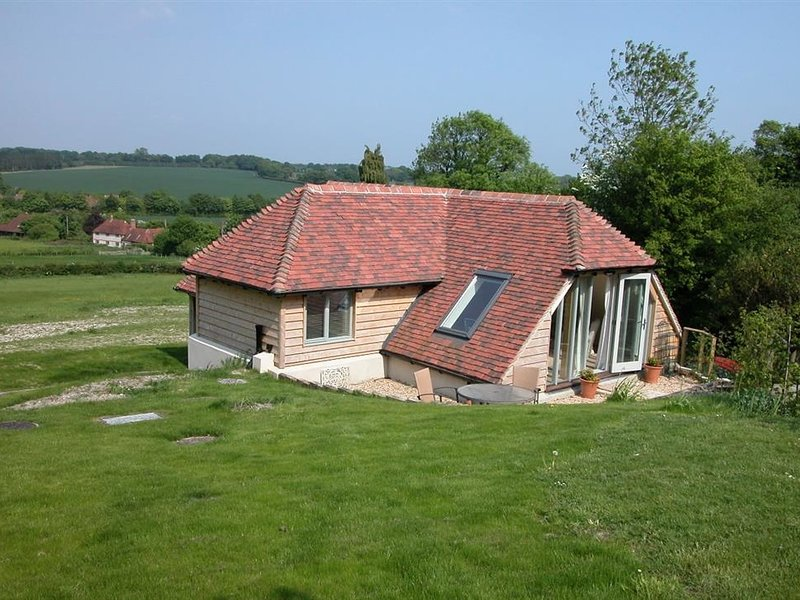 THE GARDEN STUDIO, 2 bedrooms and open plan living room, Selborne, holiday rental in East Meon