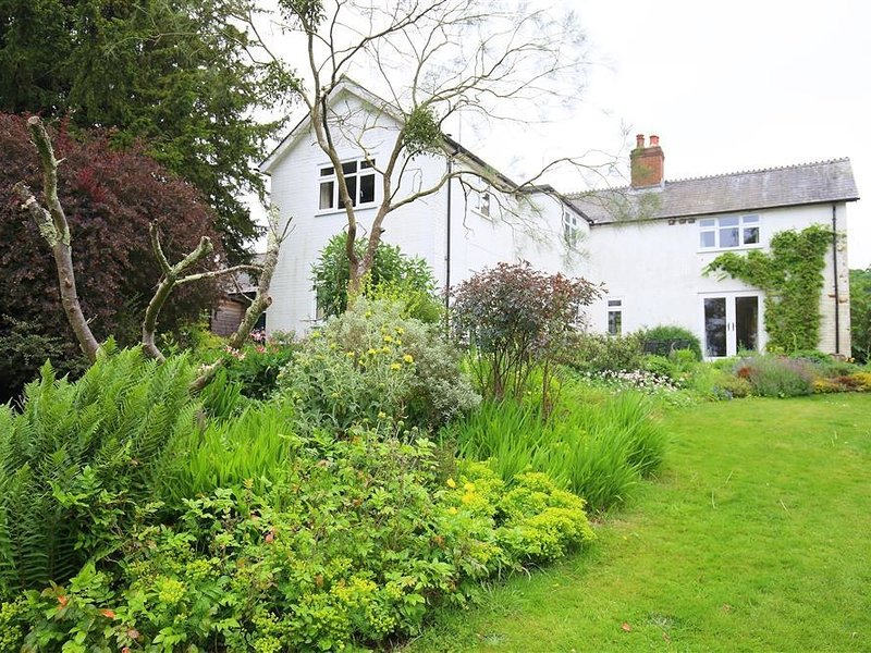 BYWAYS, Fordingbridge, New Forest H221, holiday rental in Woodgreen