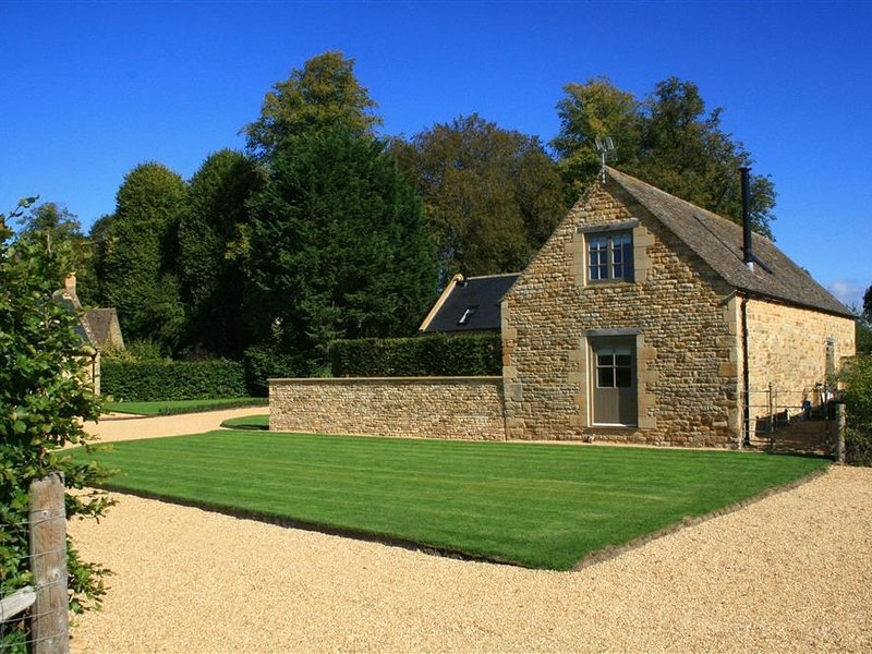 THE OLD MILKING BARN, Family-friendly, WiFi, Woodburner, Evenlode, vacation rental in Adlestrop
