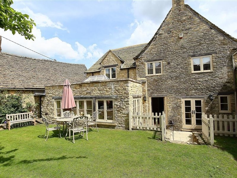 Coach House Burford, Burford, holiday rental in Carterton