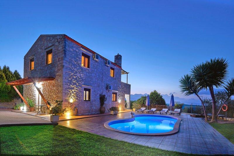 Private pool★Stone villa ★ Sea View, Ferienwohnung in Platanias