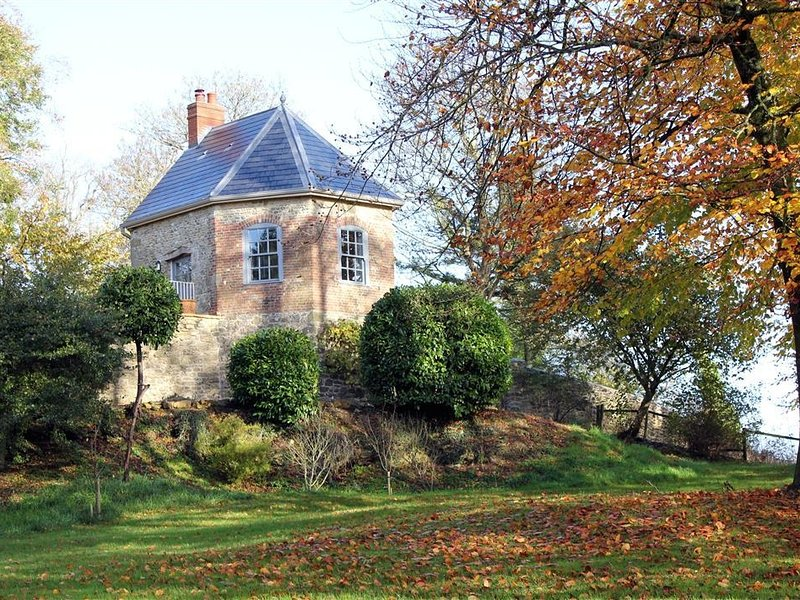 THE FOLLY AT CASTLEBRIDGE H163, casa vacanza a Bourton