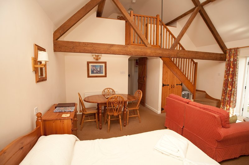 Hayloft Cottage at Rudge Farm Cottages, vacation rental in Askerswell