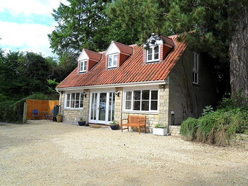THE COTTAGE AT BARROW MEAD, perfect for small families, Bath, vacation rental in Timsbury