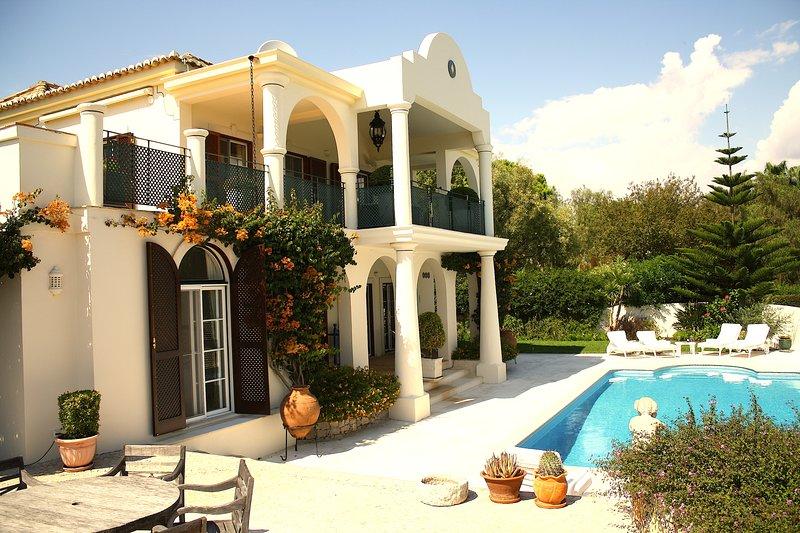 Villa Sapphire - Villa with private heatable pool near Quinta do Lago and golf, alquiler vacacional en Gambelas