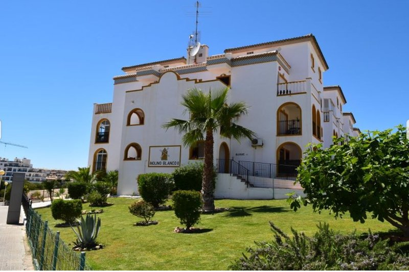 Molino Blanco Apartment 6 - Facing Park, holiday rental in La Zenia