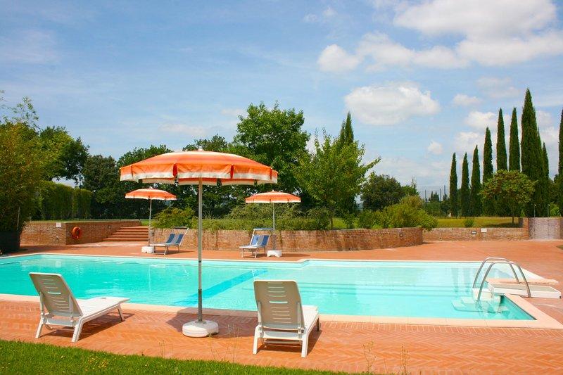 Pozzo Villa Sleeps 12 with Pool - 5490460, holiday rental in Carpineta