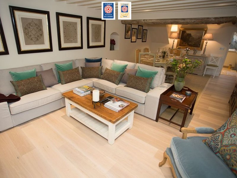 Craigmoor Cottage, luxury boutique cottage at the centre of the village (1800s), holiday rental in Bourton-on-the-Water