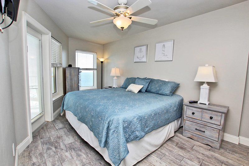 Gulf Front Top Floor Master Bedroom with Balcony Access