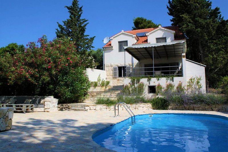 Villa Seashell – Luxury seafront villa with heated swimming pool in Bol, Brac, vacation rental in Bol