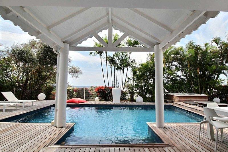 Magnífica villa soleada con vistas al mar y piscina privada
