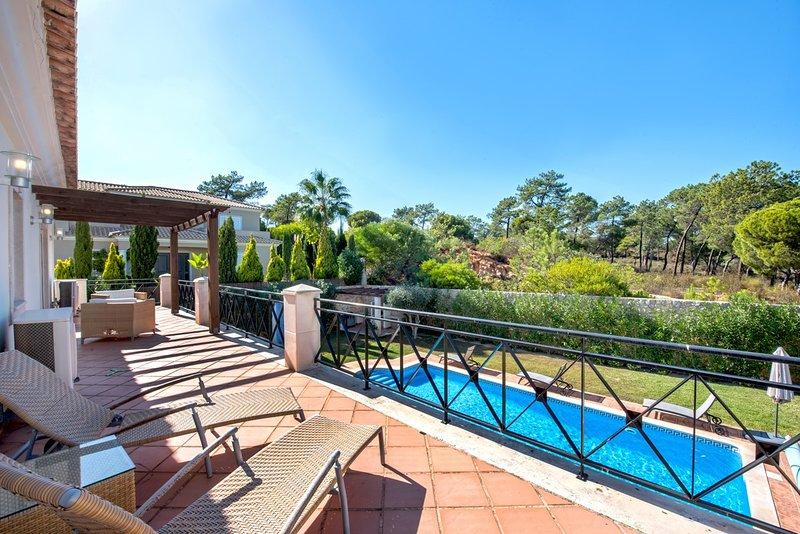 Quinta do Lago Villa Sleeps 10 with Pool and Air Con - 5621098, alquiler de vacaciones en Vale do Garrao