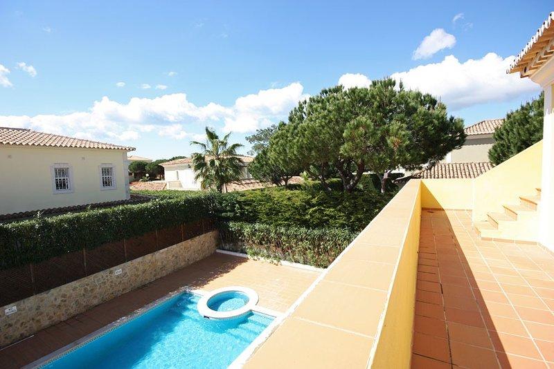 Quinta do Lago Villa Sleeps 8 with Pool and Air Con - 5620874, location de vacances à Vale do Garrao