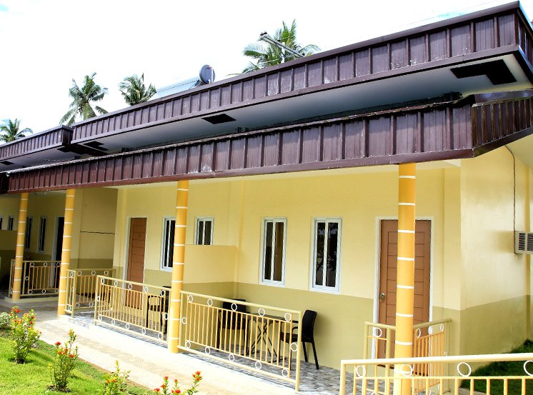 Moabog Reef and Resort (Deluxe Room 5), holiday rental in Poro Island