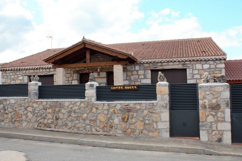 Casa ENTRE HOCES - 8-10 personas - Con jardín y barbacoa - Ideal para familias, vakantiewoning in Riaza