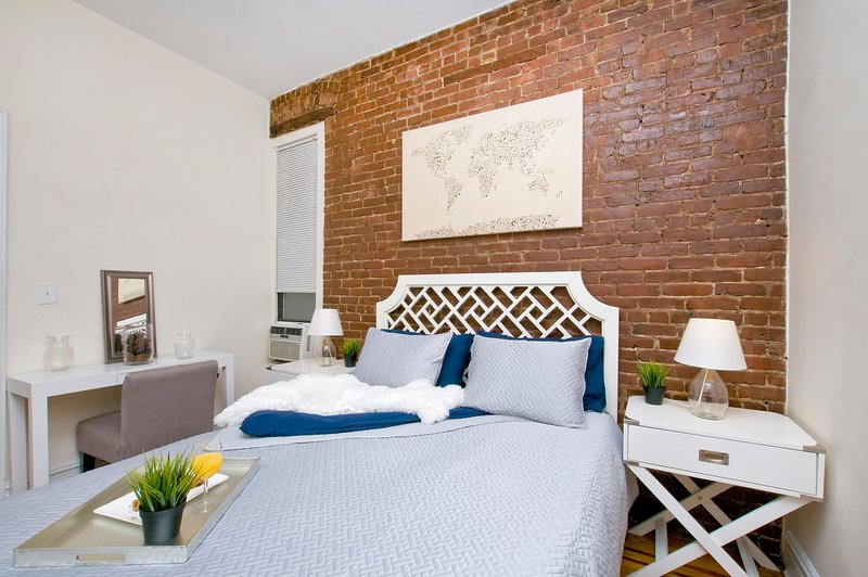Prime East Village* USQ *New charming 2BR~Sleeps 5, vacation rental in New York City