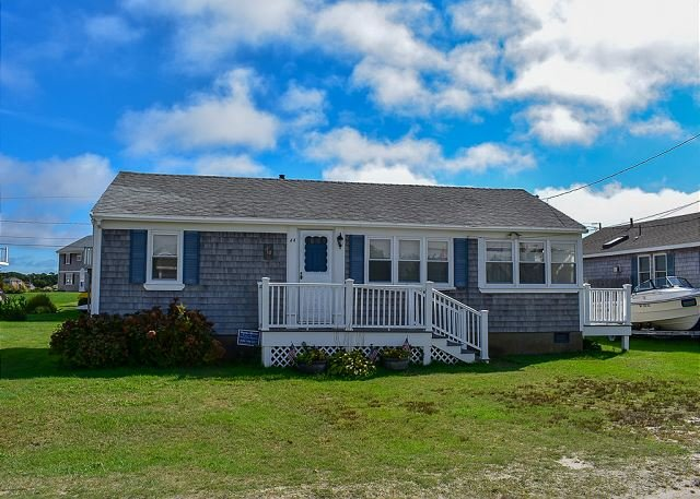 Three bedroom home only .1 miles to South Village Beach, vacation rental in West Dennis