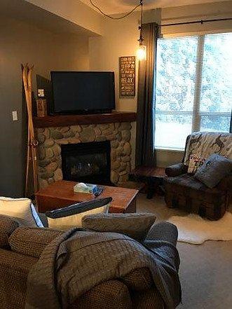 Sala de estar con vistas nevadas