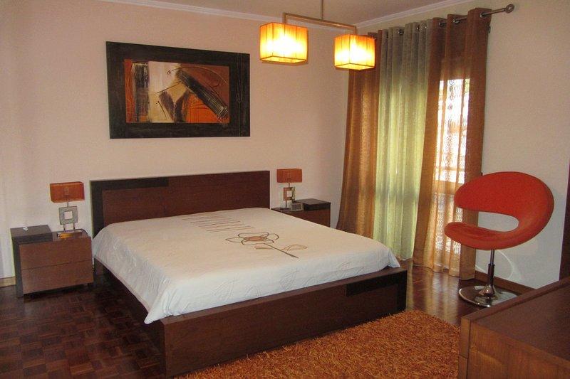 Porto a 5 min. - Apartamento Superior Helena's Porto Corner - 2 Quartos (WiFi), holiday rental in Porto