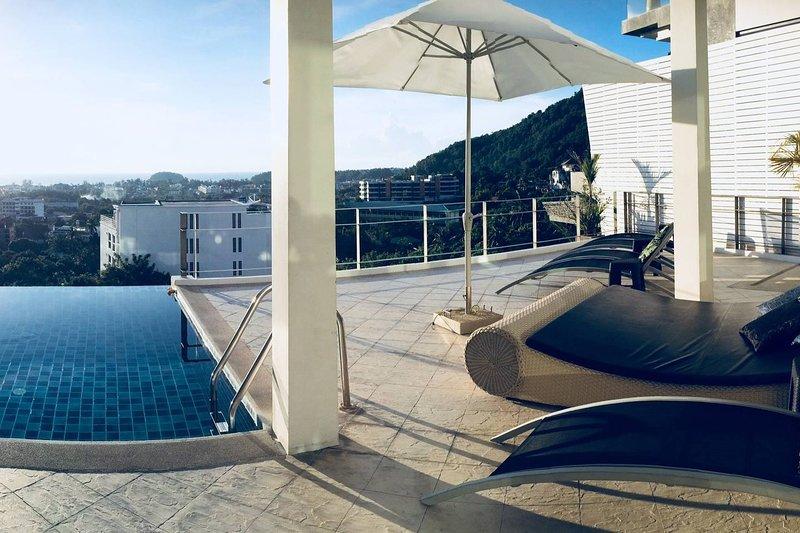 Villa Ginborn Amazing 5-6 Bdr Sea View Pool Villa, vacation rental in Ban Kata