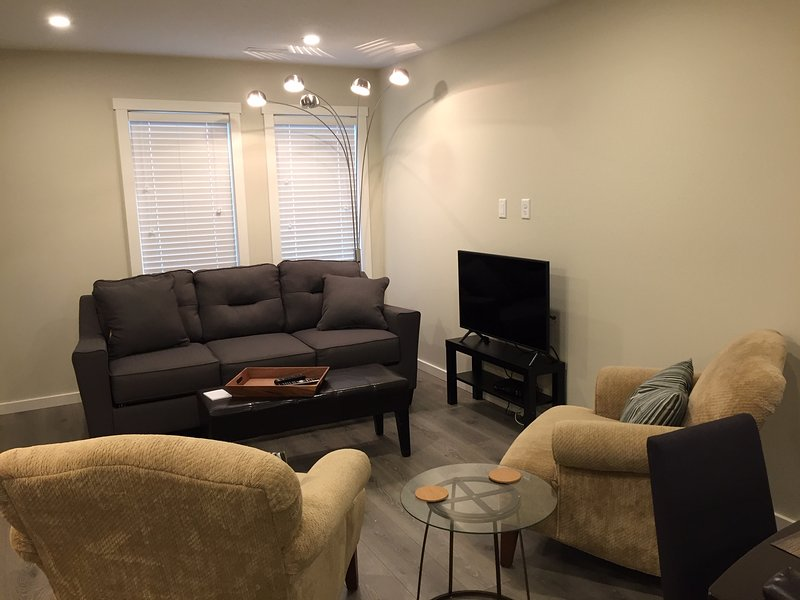 Calgary S.E Home By South Health Campus Hospital In Seton, holiday rental in Foothills County